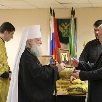 Митрополит Пантелеимон благословил ярославских таможенников